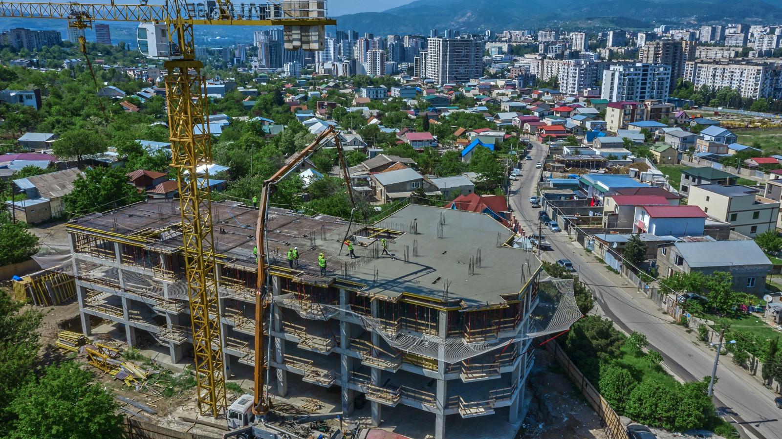 На объекте Ализи Мухиани завершено 47 процентов работ по монолитно-каркасному строительству