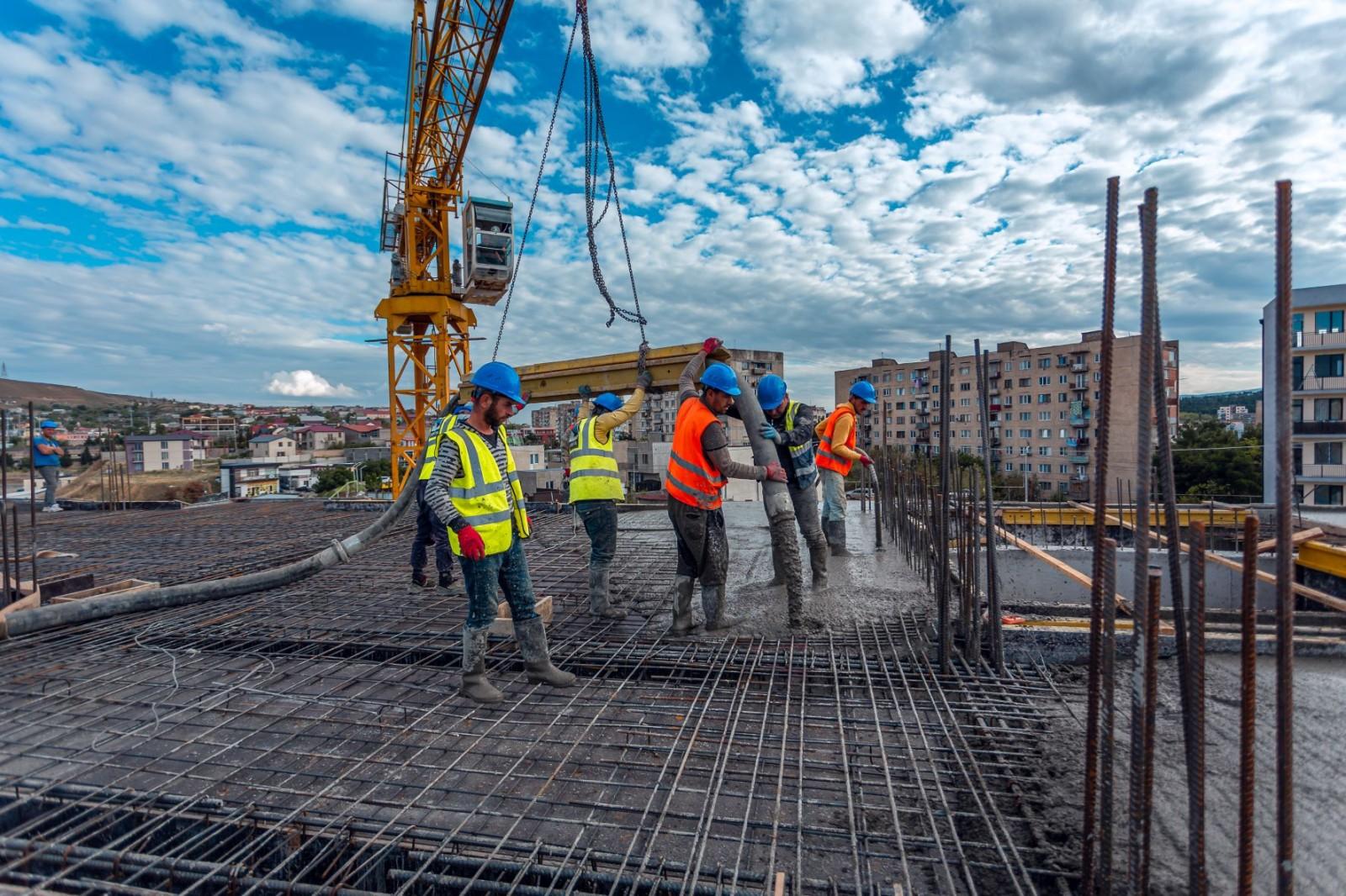 At Alizi Mukhiani the arrangement of the slab foundation of the ninth floor is finished